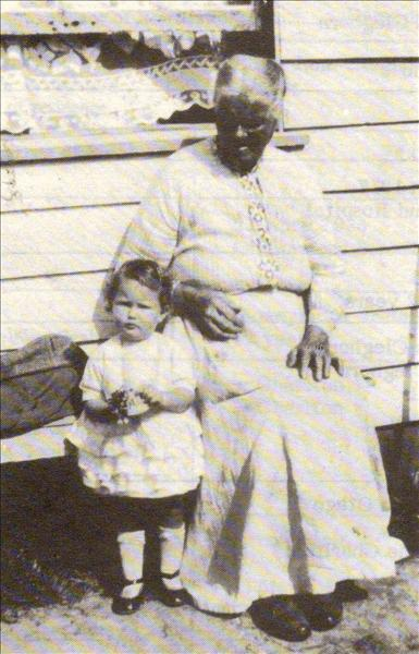 Eliza Jane Cleghorn and grand-daughter Thelma Jones